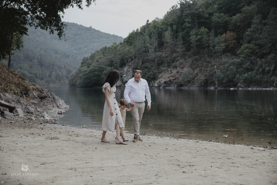 Sesion familiar en la naturaleza en Lugo de